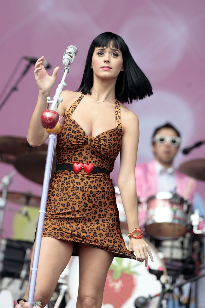 Katy Perry and her beautiful cleavage (8 pics)