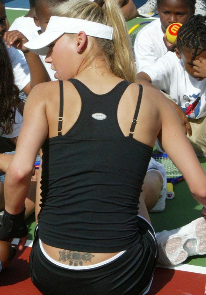 Sensation! Anna Kournikova plays tennis (7 pics)