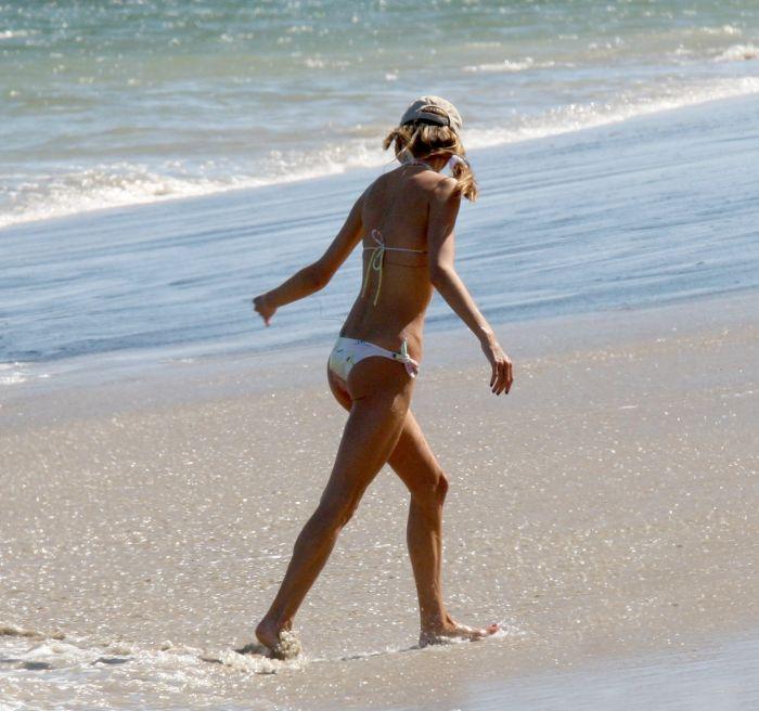 Alessandra Ambrosio in bikini (6 pics)
