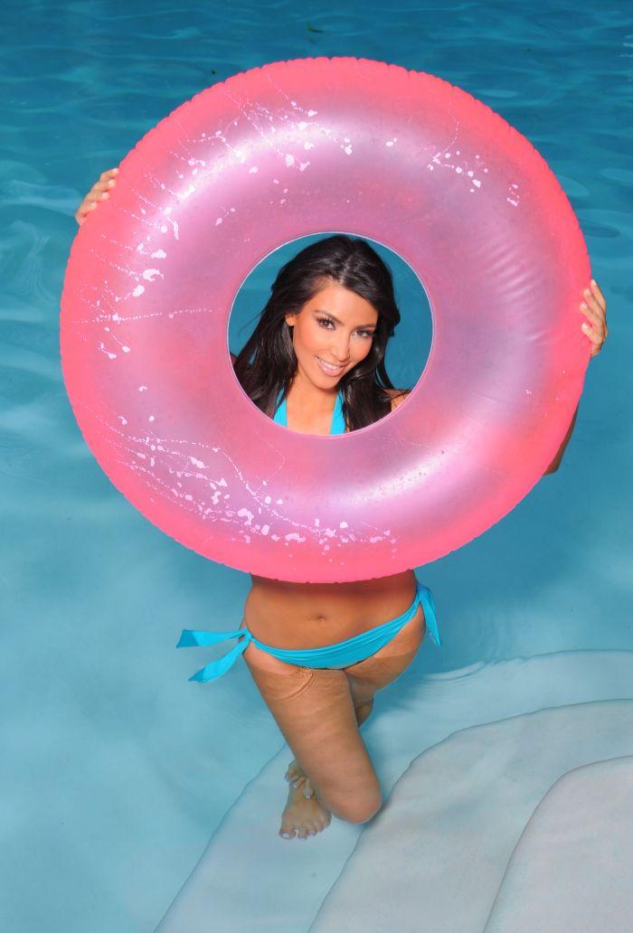 Kim Kardashian in bikini (14 pics)