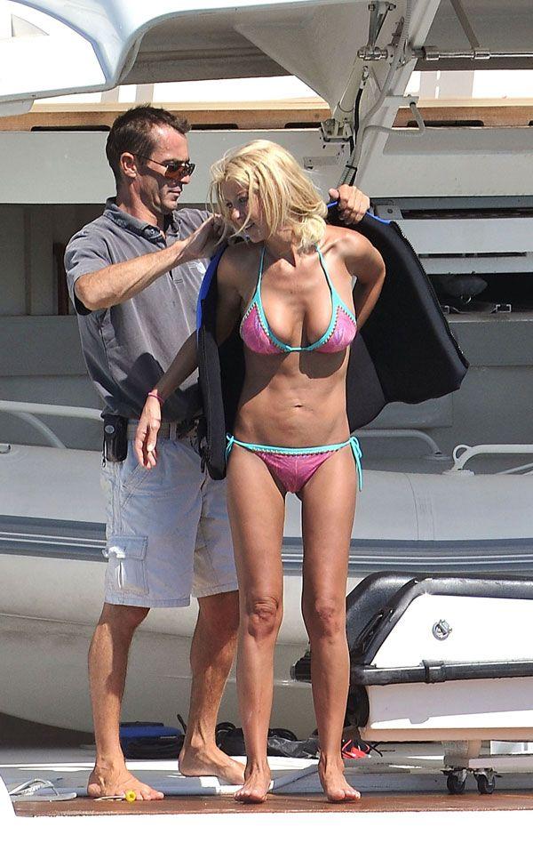 Tara Reid in bikini (11 pics)