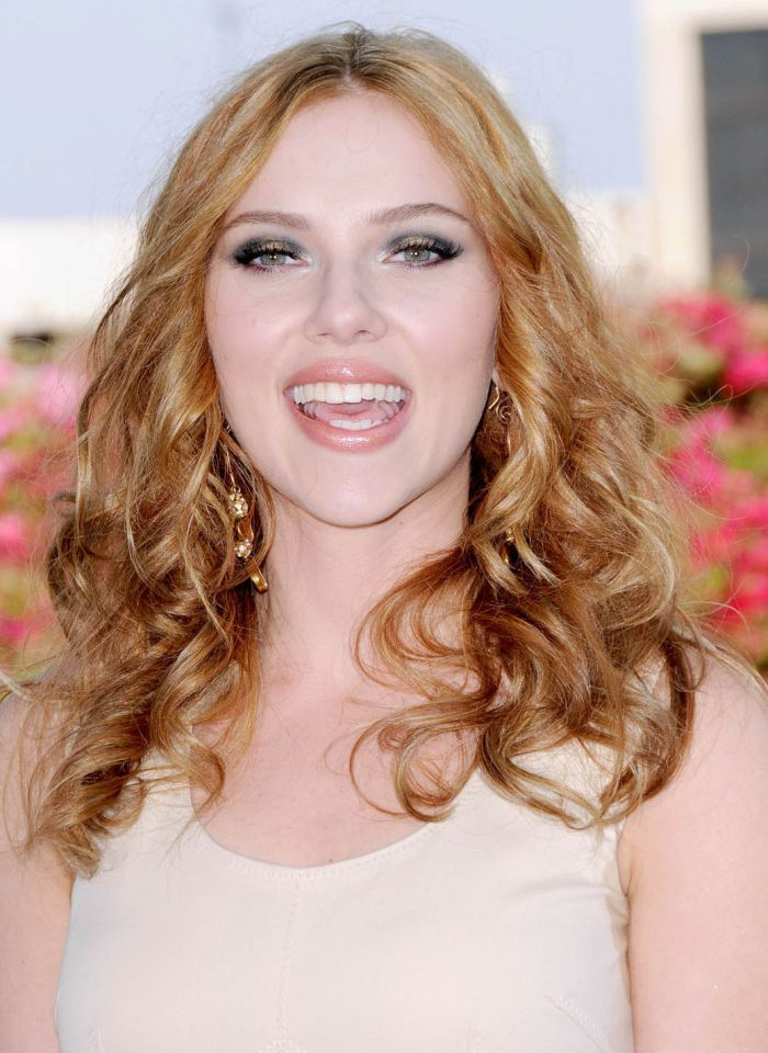 Scarlett Johansson at Comic-Con 2009 (9 pics)