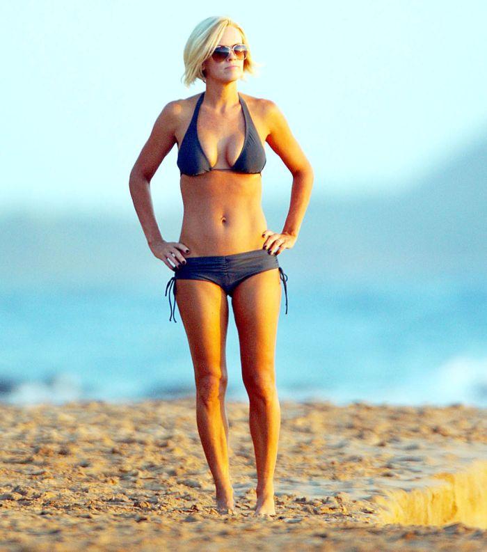 Jenny McCarthy in bikini (8 pics)