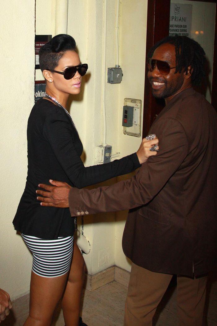 Rihanna (6 pics)