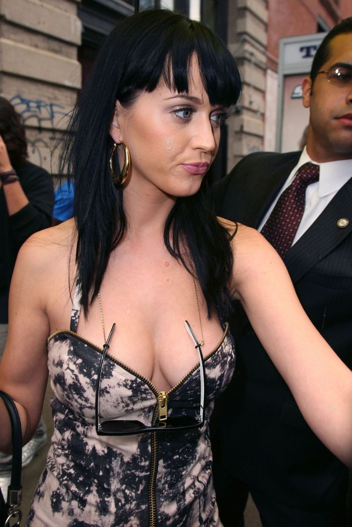 Katie Perry cleavage (7 pics)