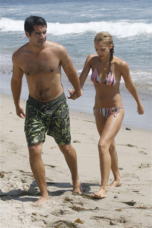 Jessica Alba bikini pictures (7 pics)