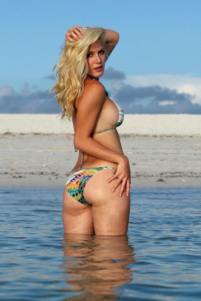 Heidi Montag in bikini (7 pics)