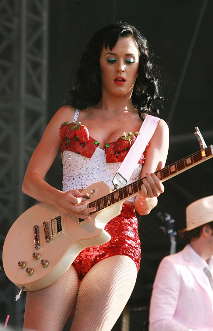 Katy Perry is hot (7 pics)