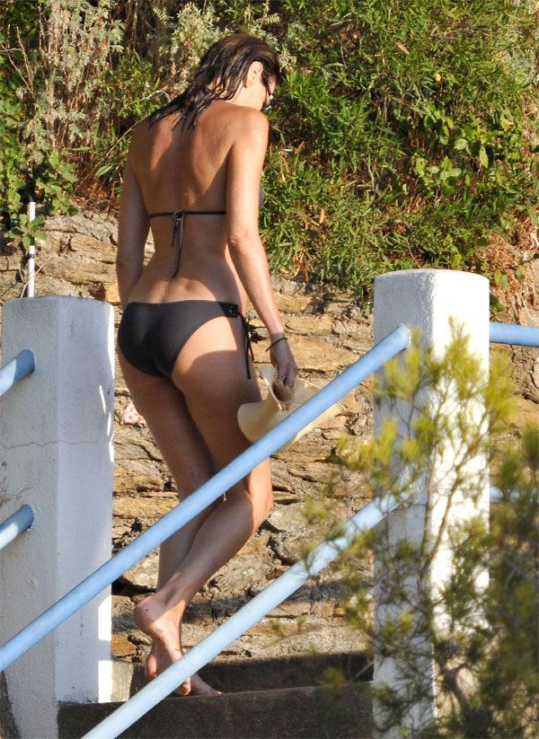 Karla Bruni in bikini (6 pics)