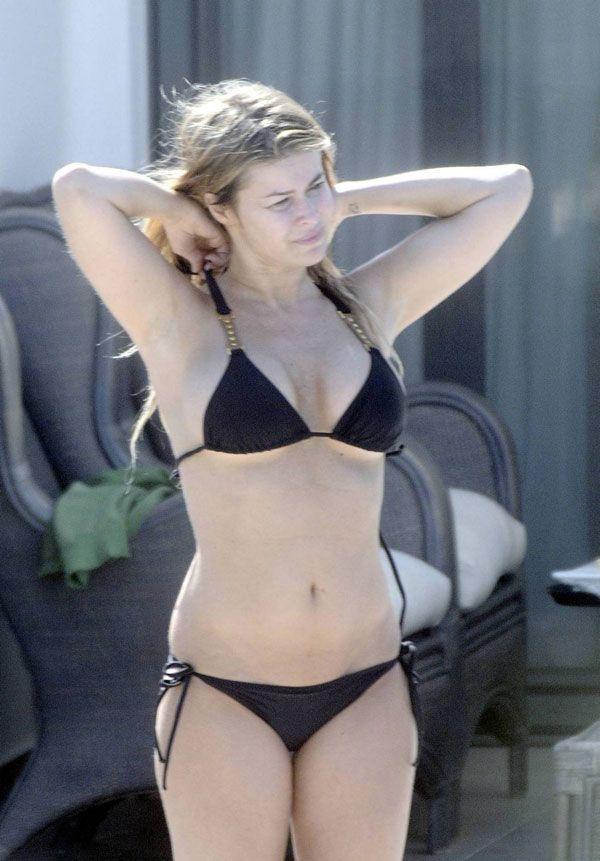 Carmen Electra in bikini (8 pics)