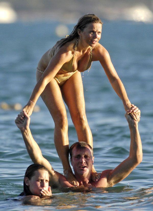 Geri Halliwell in bikini (13 pics)