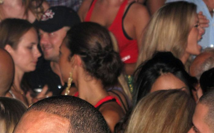 Leonardo DiCaprio in a night club (10 pics)