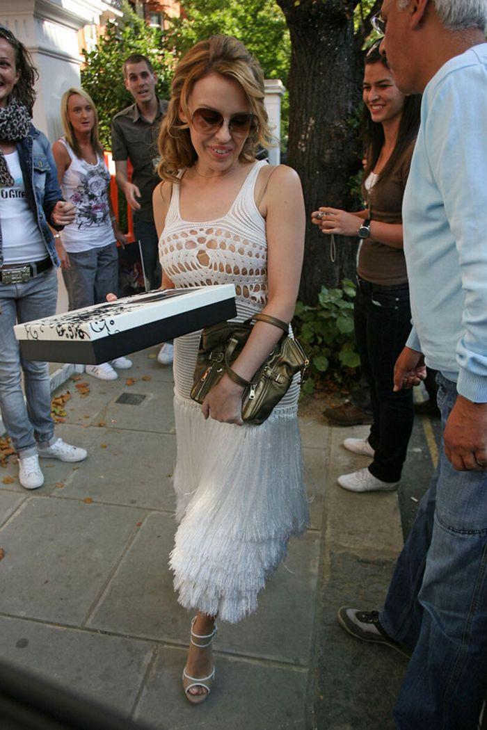Kylie Minogue looks sexy (8 pics)