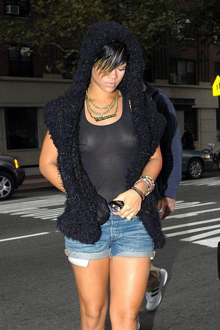 Rihanna has a nipple ring. NSFW (6 pics)