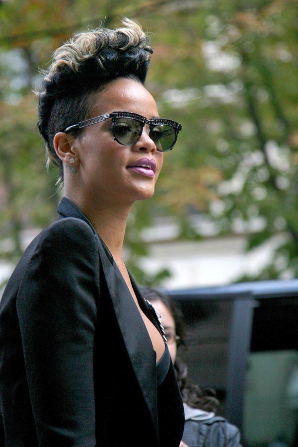 Rihanna (5 pics)