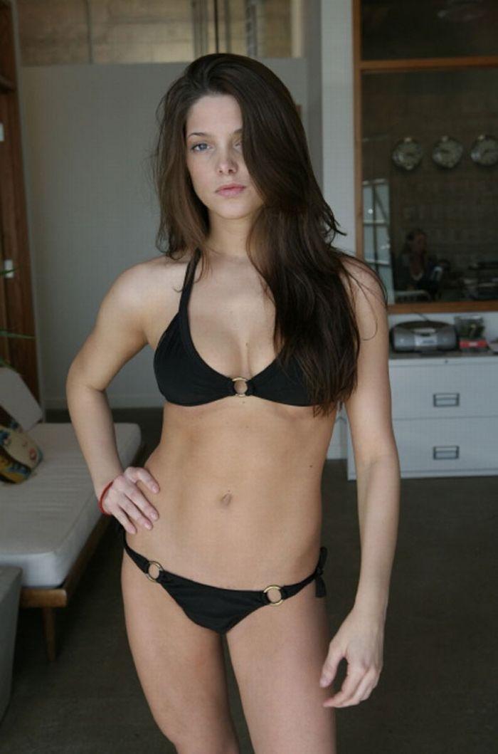 Ashley Greene In Bikini (6 pics)