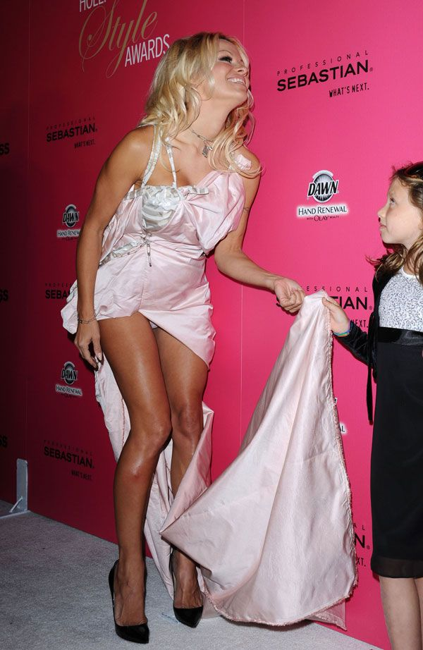 Pamela anderson celebrite upskirt