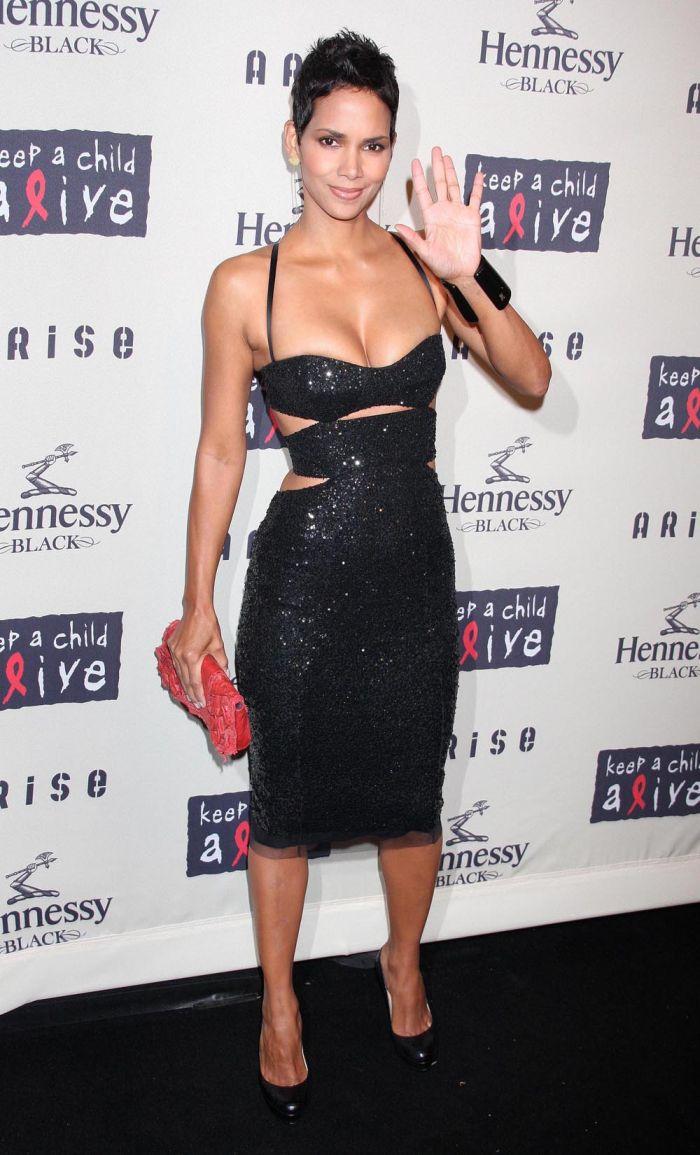 Halle Berry looks sexy (7 pics)