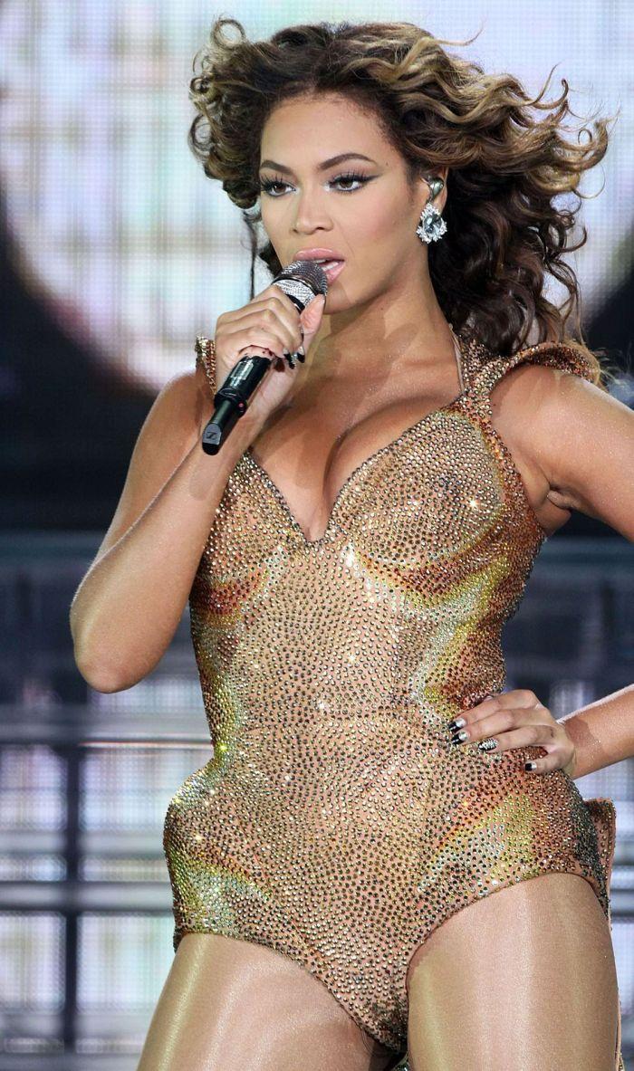Beyonce Got Cleavage (7 pics)