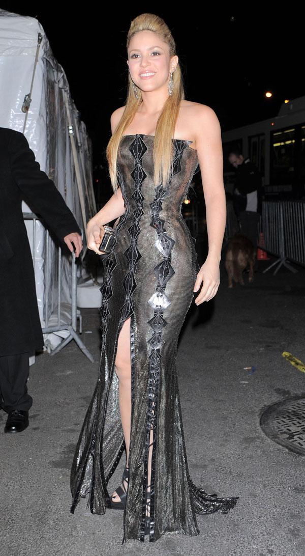 Shakira (4 pics)
