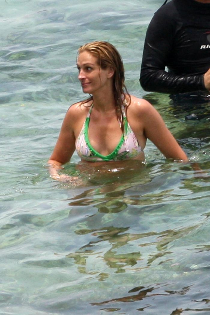 Julia Roberts In Bikini (6 pics)