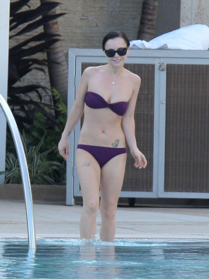Christina Ricci in Bikini (8 pics)