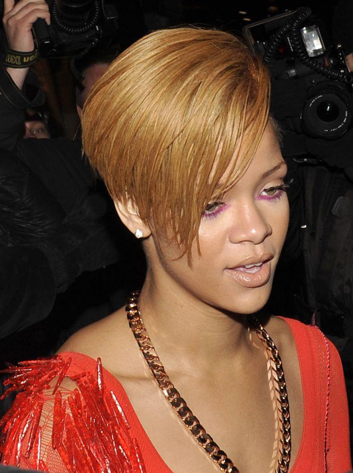 Rihanna (9 pics)