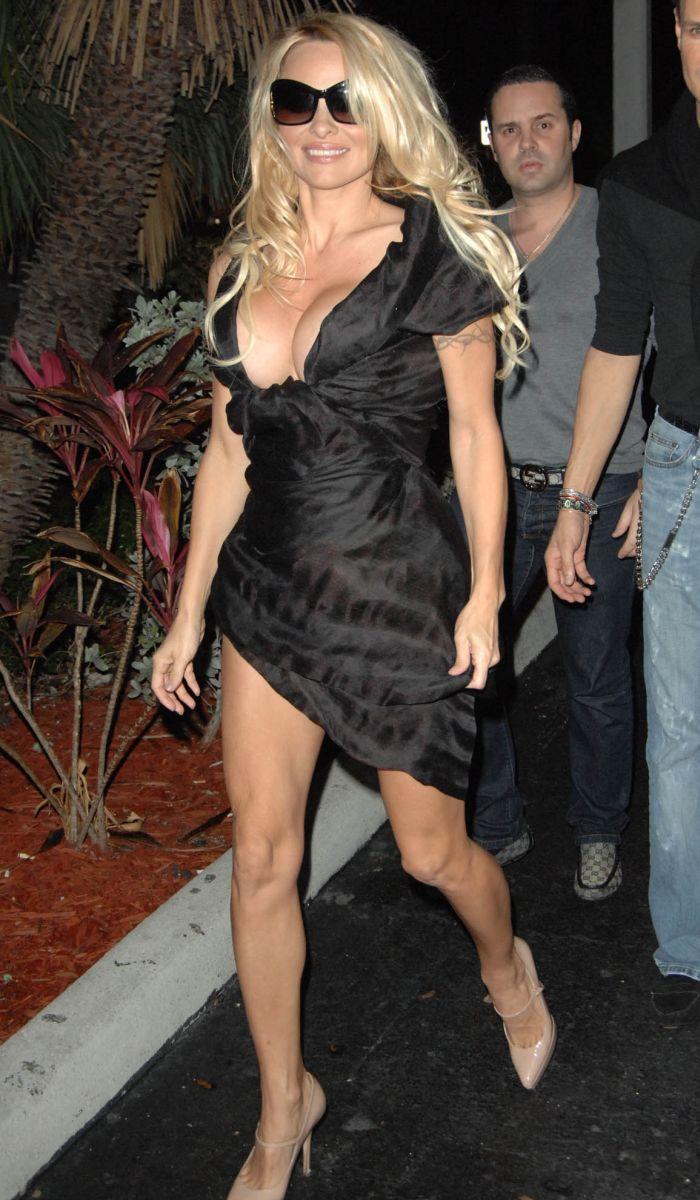 Pamela Anderson (5 pics)