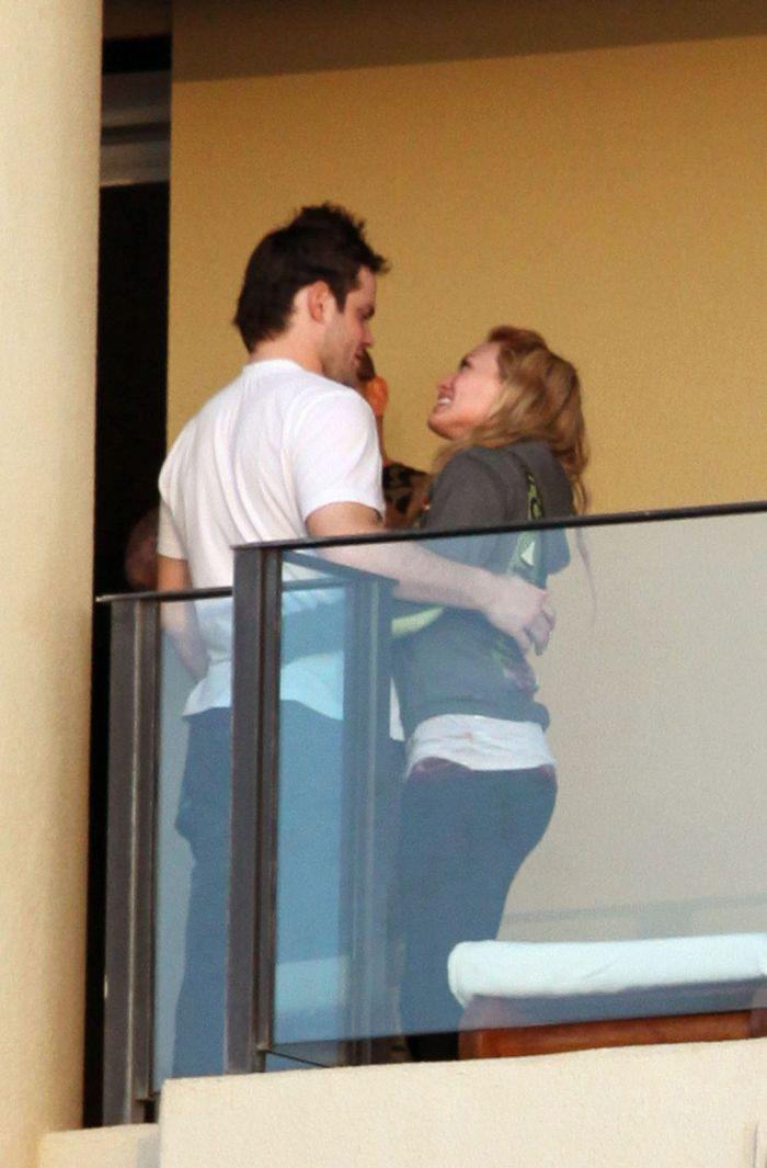 Hillary Duff and her Fiancee (5 pics)
