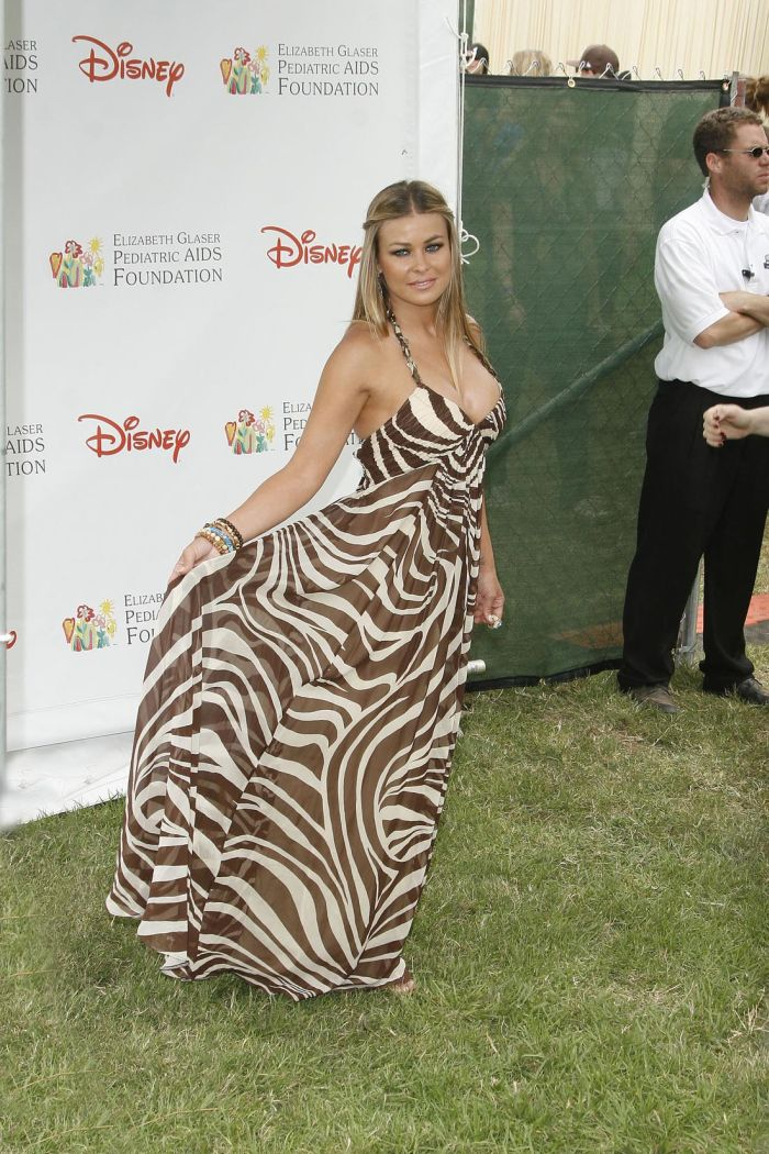 Carmen Electra Looks Sexy (8 pics)
