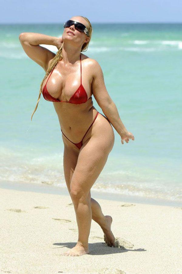 Coco in Mini Bikini (6 pics)