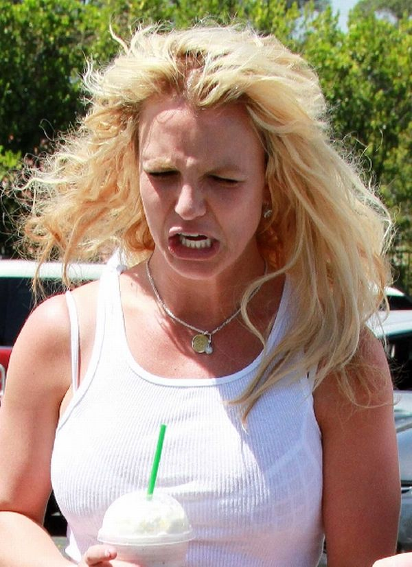 Britney Spears Acts Stupid (12 pics)