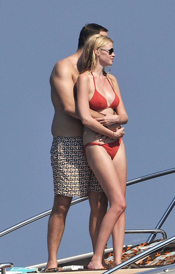 Lara Stone Bikini Pictures (6 pics)