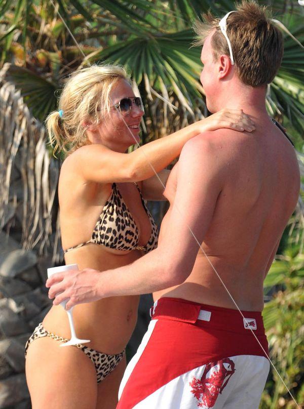 Geri Halliwell in Bikini (6 pics)