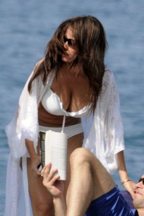 Sofia Vergara Bikini Pictures (4 pics)