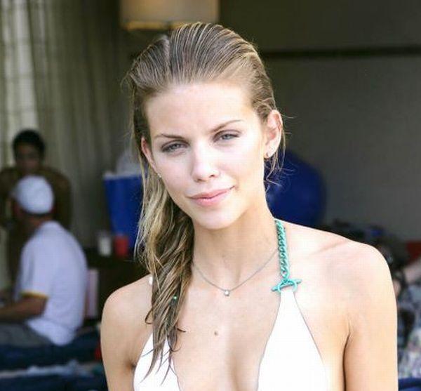 AnnaLynne McCord Bikini Pictures (7 pics)