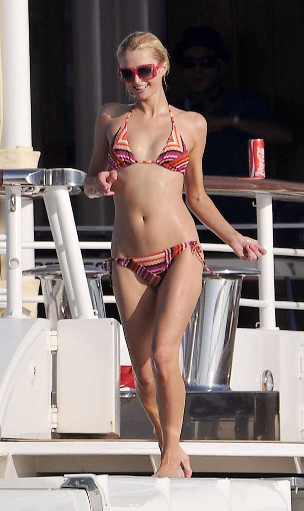 Paris Hilton Bikini Pictures (7 pics)
