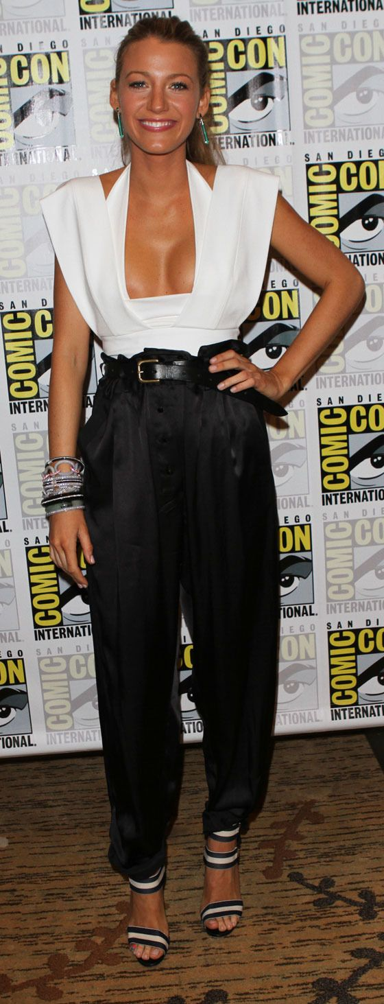 Blake Lively at Comic Con (9 pics)