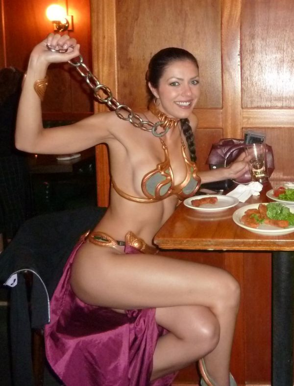 Sexy Adrianne Curry at Comic Con (7 pics)