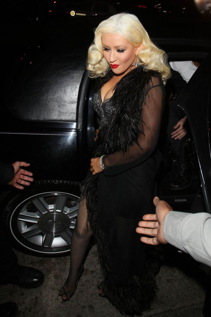 Christina Aguilera Cleavage (9 pics)
