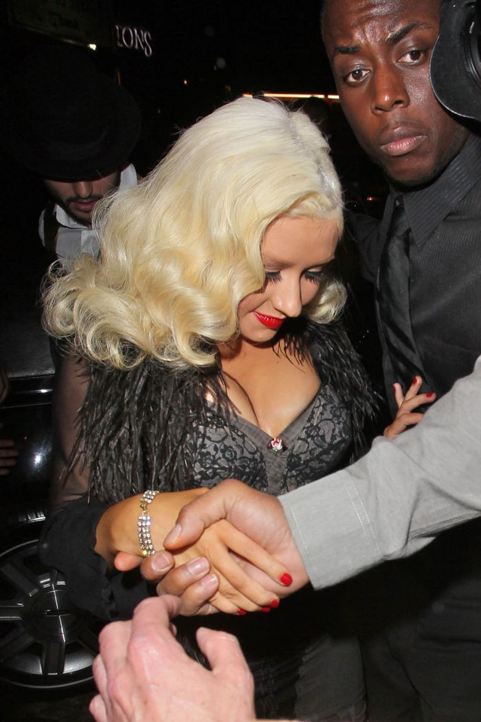 Christina Aguilera Cleavage (9 pics)