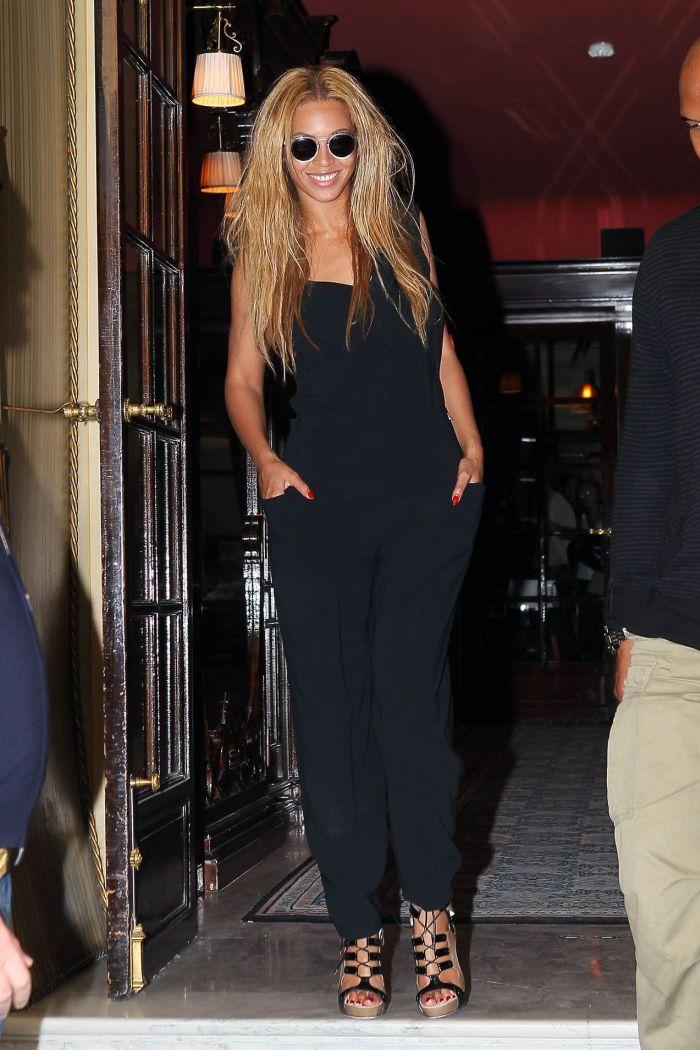 Beyonce Side Boob (5 pics)