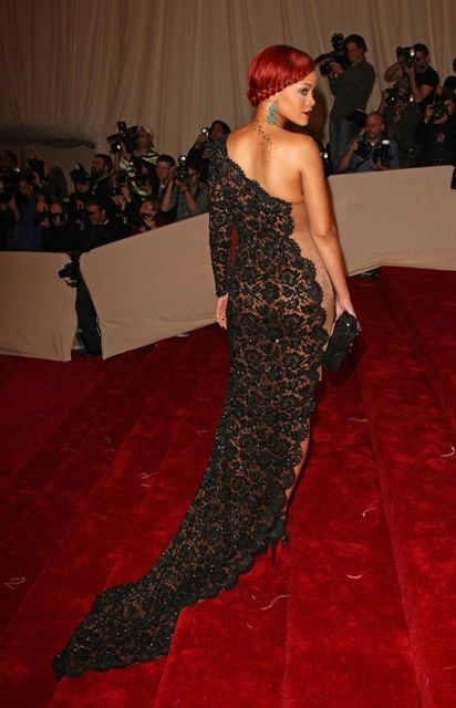 Rihanna Wearing Hot Dress (10 pics)