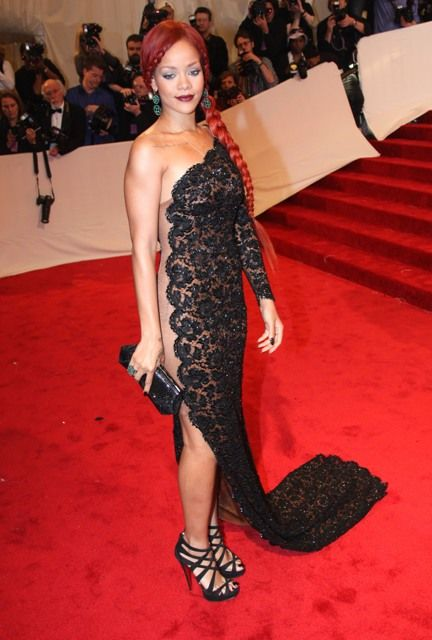 Rihanna Wearing Hot Dress (10 pics)