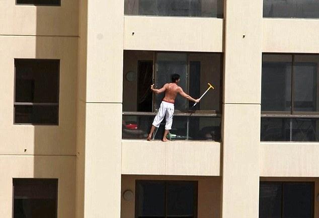 Window Washers (12 pics)