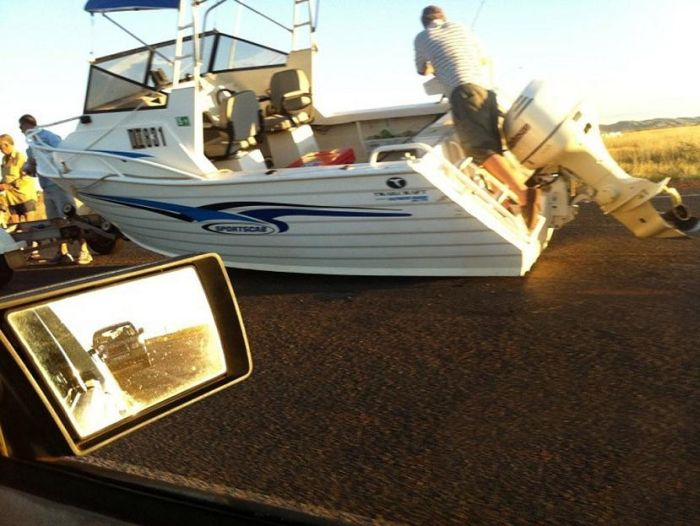 Boat Transporting Fail (3 pics)