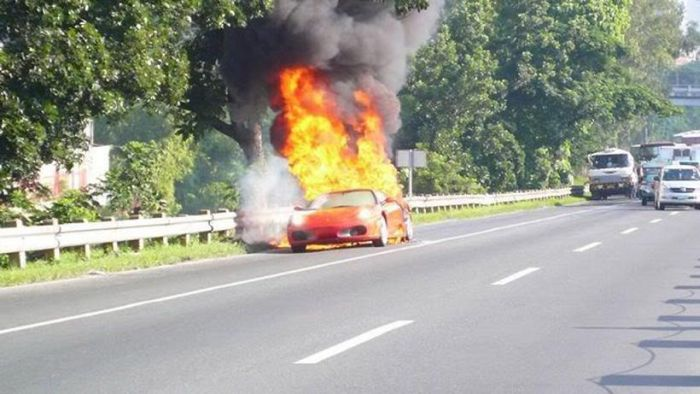 Ferrari on Fire (5 pics)