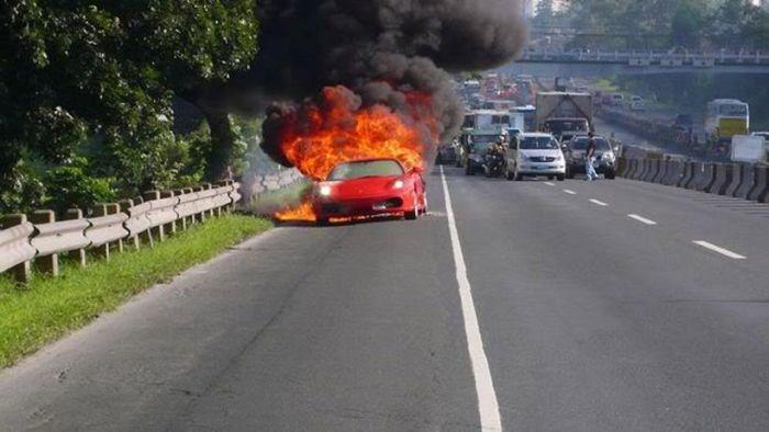 Ferrari on Fire (5 pics)