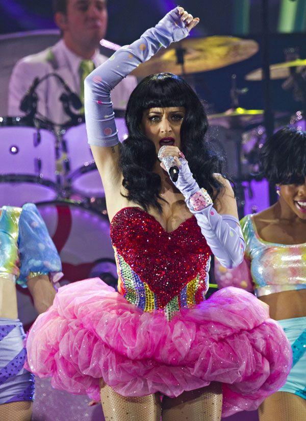 Katy Perry Wearing Sexy Dress (11 pics)