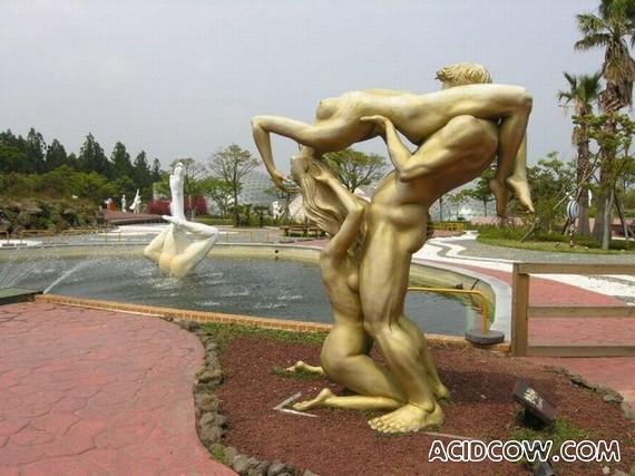 Korean Park of Love (9 pics)